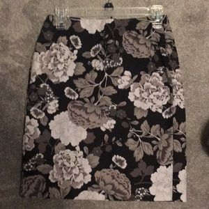 Gray scale floral skirt